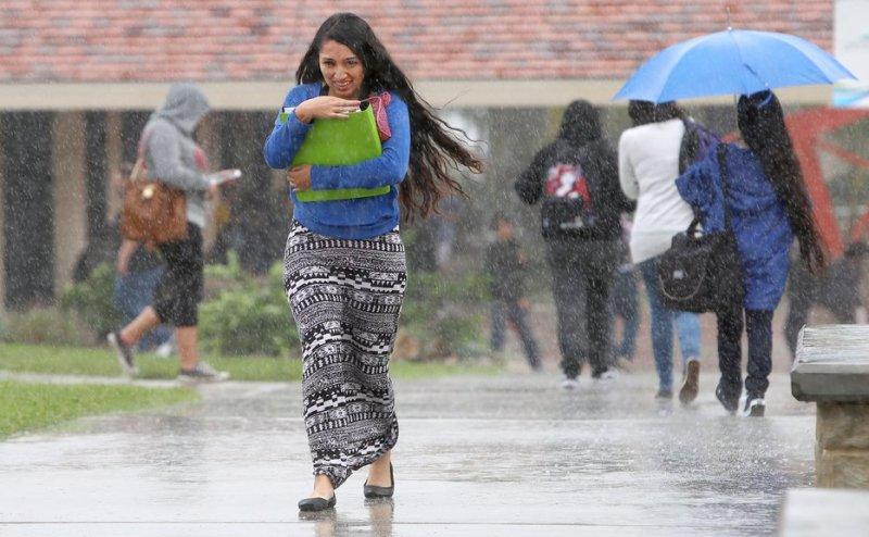 Delhi NCR में रोमांटिक मौसम, छाए रहे बादल, हो रही बारिश