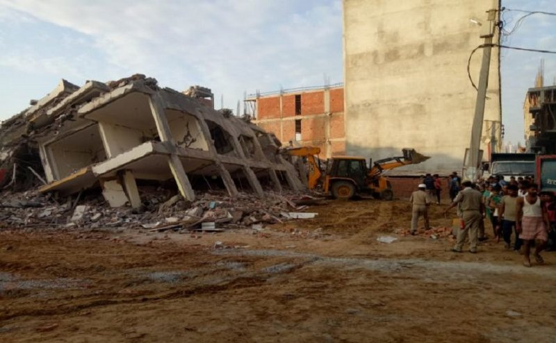 नोएडा सेक्टर 63 में गिरी निर्माणधीन बिल्डिंग, एक की मौत, 3 घायल