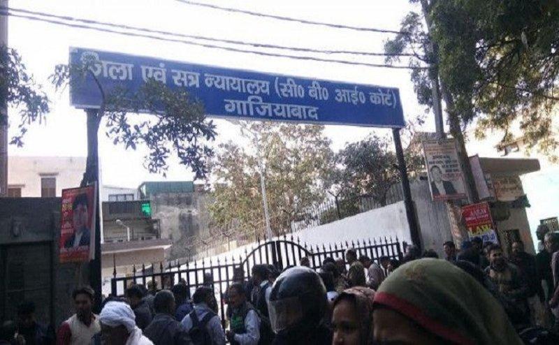 गाजियाबाद: Noida Authority के पूर्व मुख्य अभियंता के बेटे ने CBI कोर्ट में किया सरेंडर