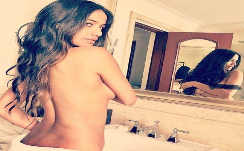 Poonam Pandey ने Bold Photos  शेयर कर फैंस को दिया Offer, Like करने पर दूंगी 'Hot Gift'