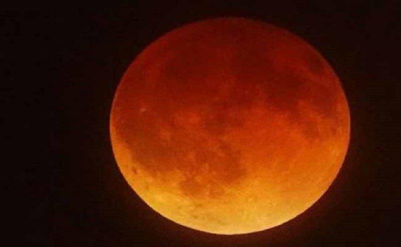 सदी का सबसे लंबा चंद्रग्रहण आज, दोपहर बाद मंदिरो के कपाट हो जाएंगे बंद