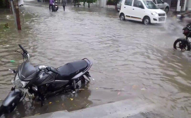 आफत की बारिश, गाजियाबाद, हापुड़ समेत यूपी में 25 लोगों की मौत