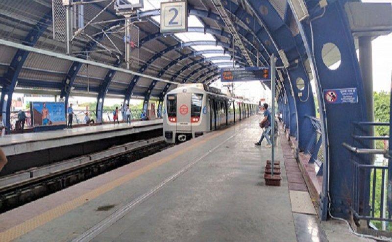 दिल्ली के इस मेट्रो स्टेशन पर खतरा!, यात्रियों में दहशत