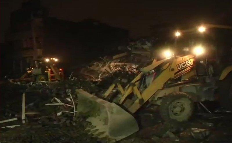 गाजियाबाद: खोड़ा कॉलोनी में भरभराकर गिरी 5 मंजिला इमारत