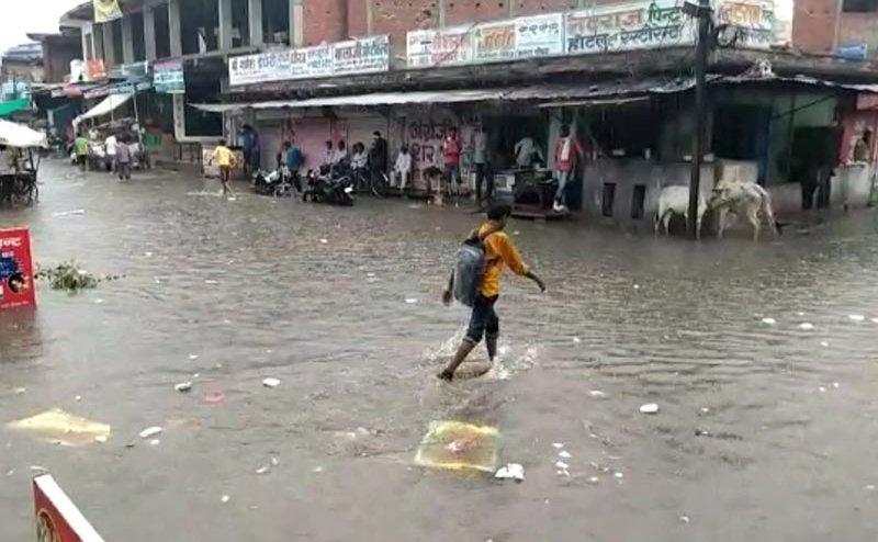 यूपी: भारी बारिश से 48 घंटे में 33 लोगों की मौत