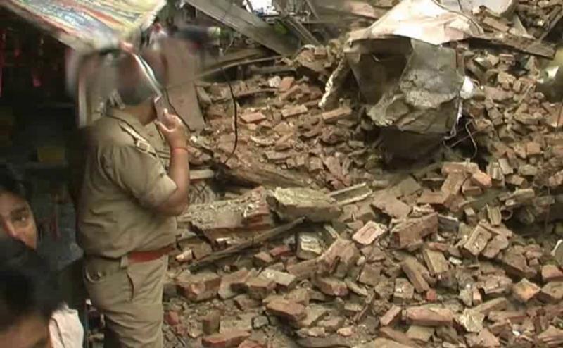 भारी बारिश से कानपुर में ढह गई तीन मंजिला इमारत, दो घायल