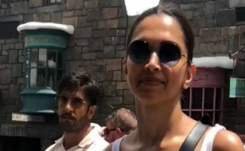 दीपिका-रणवीर सिंह पर फैन का आरोप, वीडियो बनाने पर 'मुझे मारा गया'