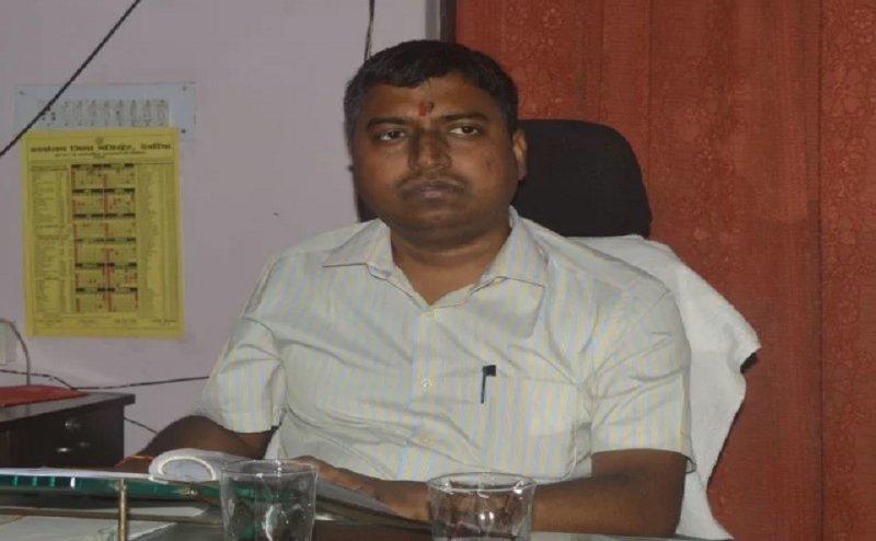 देवरिया शेल्टर होम कांड: डीएम  सुजीत कुमार को हटाया गया