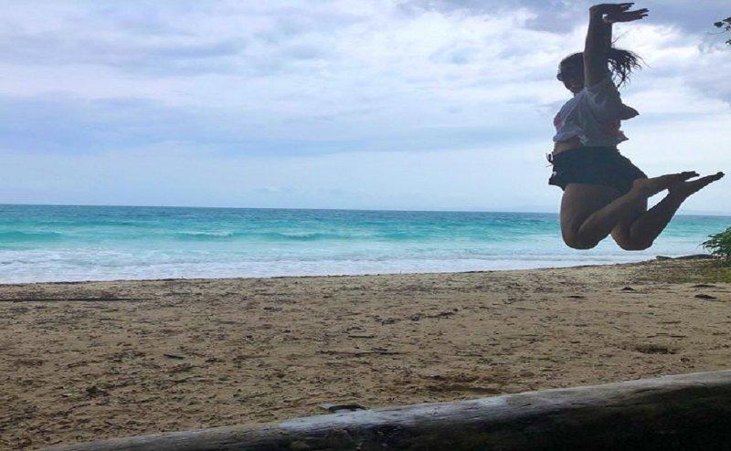 Beach पर भाग रही सुरवीन चावला, 7 लाख से ज्यादा लोगों ने देखा वीडियो