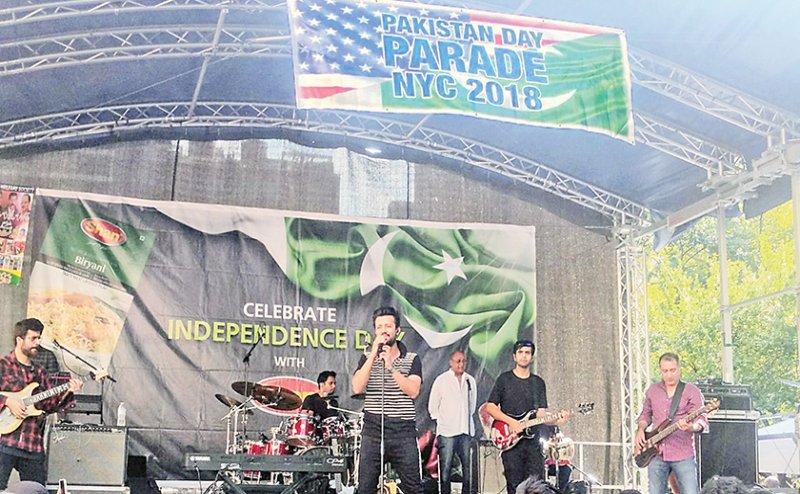 'पाकिस्तानी स्वतंत्रता दिवस समारोह' में आतिफ असलम ने गाया हिंदुस्तानी गाना, हुए ट्रोल