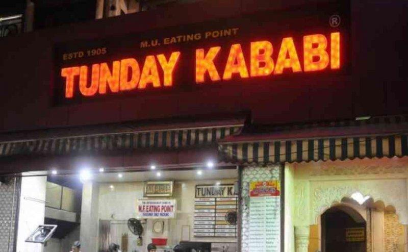 लखनऊ: 1905 में खोली थी 'टुंडे कबाब' की दुकान, ऐसा रहा अब तक का सफर