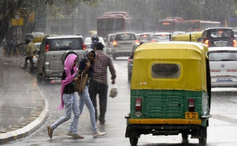 Delhi NCR में झमाझम बारिश, गर्मा और उमस से मिली राहत