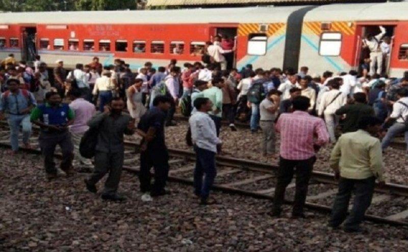 मथुरा: राजधानी एक्सप्रेस की चपेट में 7 यात्री आए, 2 की मौत, 5 गंभीर