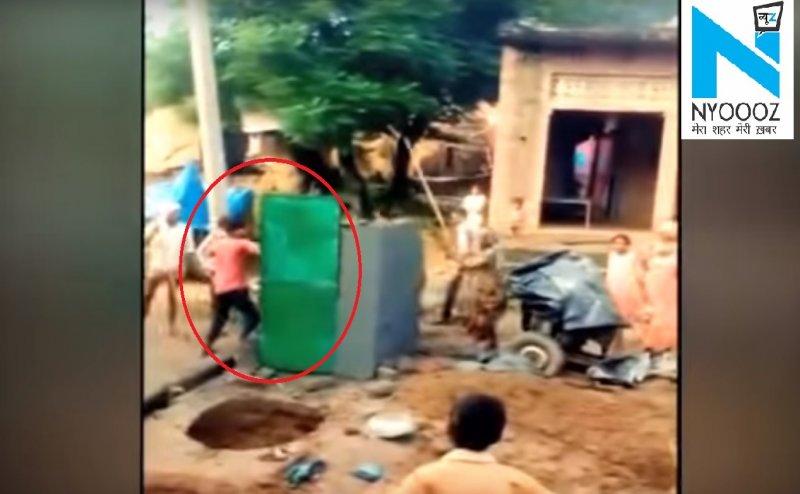 हरदोई- योगी राज में दबंगों ने तोड़ा शौचालय, वीडियो हो रहा वायरल