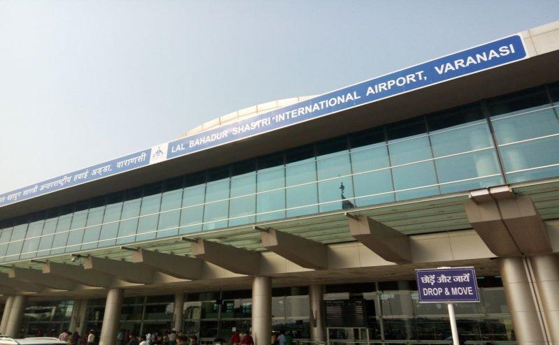 बनारस एयरपोर्ट: विमान में तकनीकी खराबी के चलते यात्री हुए परेशान, हंगामा