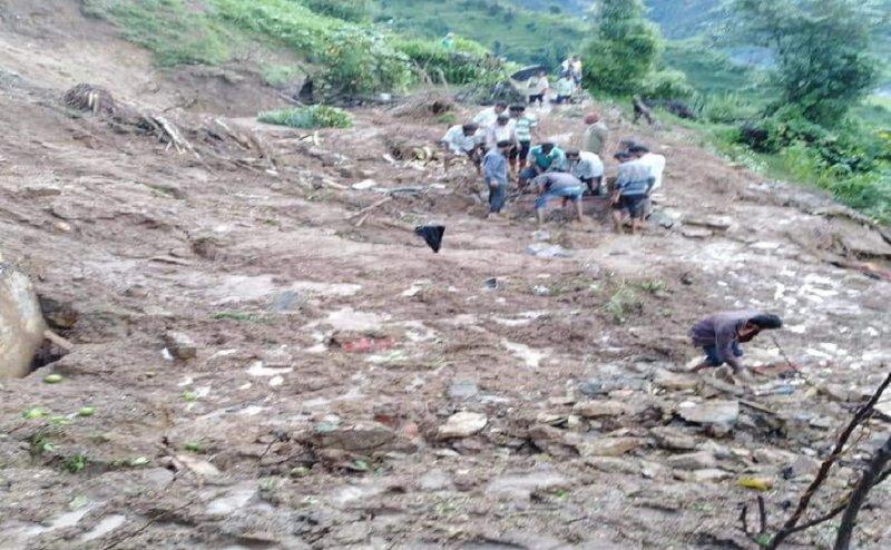 उत्तराखंड: भूस्खलन में दबे 8 लोग, 3 के शव निकाले, रेस्क्यू ऑपरेशन जारी
