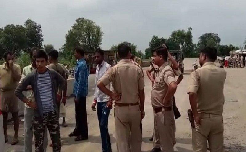 मथुरा: लूट मामले में पूछताछ करने पर ग्रामीणों ने SO के साथ की अभद्रता