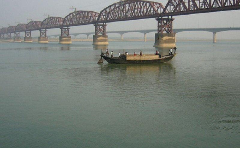 वाराणसी: गंगा नदी का बढ़ा जलस्तर, मंडराया बाढ़ का खतरा