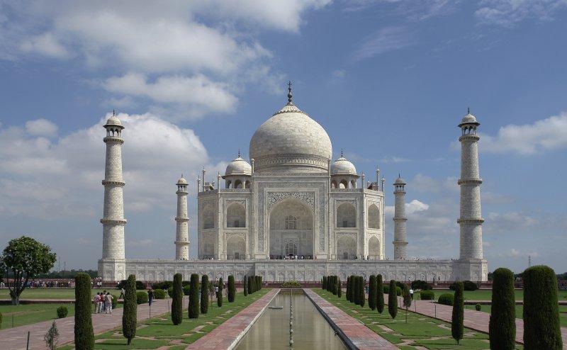 अब सिर्फ जुमे को पढ़ी जा सकेगी ताजमहल की शाही मस्जिद में नमाज