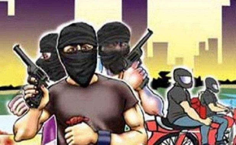देहरादून में बदमाशों ने सर्राफा व्यापारी से लूटे 15 लाख रुपए के गहने