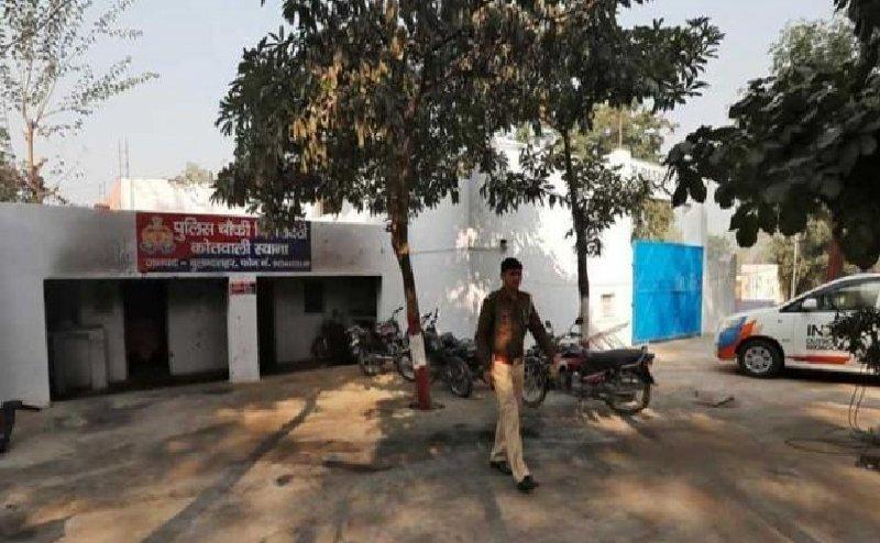 बुलंदशहर हिंसा: शहीद इंस्पेक्टर के परिवार के लिए यूपी पुलिस ने इक्ट्ठे किए पैसे, ADG ने दिया 70 लाख का चेक