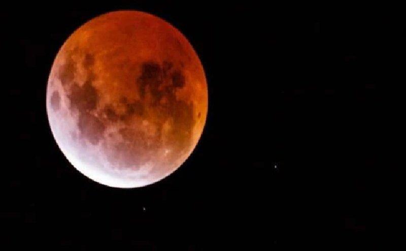 साल का पहला चंद्रग्रहण आज, सूखा नारियल बनेगा आपका कवच, ऐसे करे उपाय