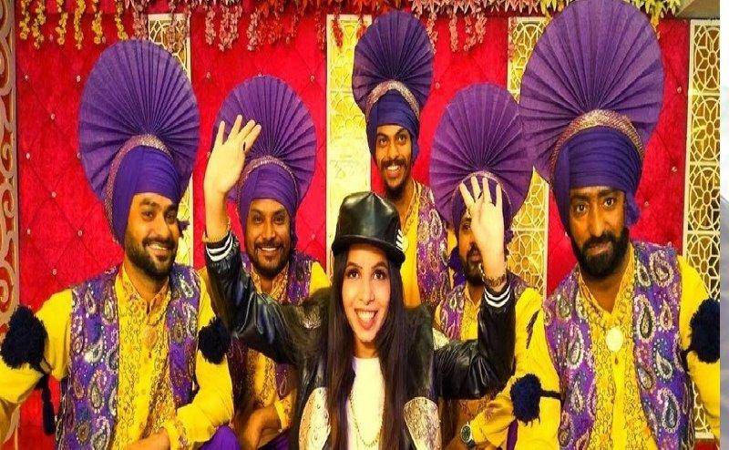 'जब कुड़ी दिल्ली दी नाचे' सॉन्ग में बेहग हॉट लग ढिंचैक पूजा, फैन्स देख हो जायेंगे खुश