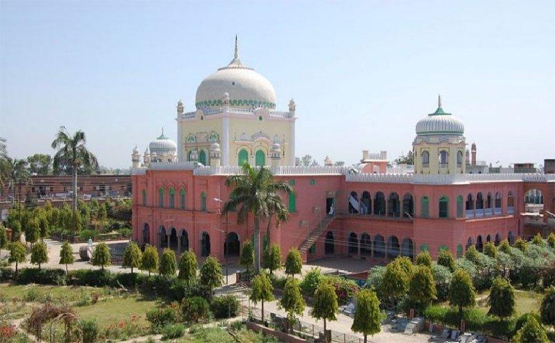 गणतंत्र दिवस पर दारुल उलूम का फरमान, मुस्लिम छात्र न निकले बाहर