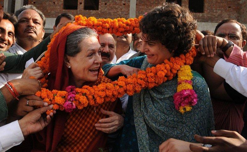 मां सोनिया गांधी के नक्शेकदम पर प्रियंका गांधी, क्या रायबरेली सीट से लड़ेगी चुनाव ?