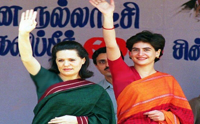 अपनी मां सोनिया की तरह प्रियंका ने भी बुरे वक्त में संभाली कांग्रेस की कमान