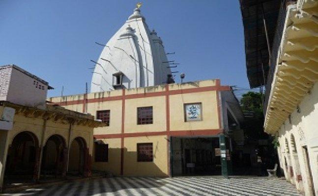 आगराः जानें क्या है कैलाश मंदिर का इतिहास, दूर-दूर से यहां दर्शन के लिए आते हैं भक्त