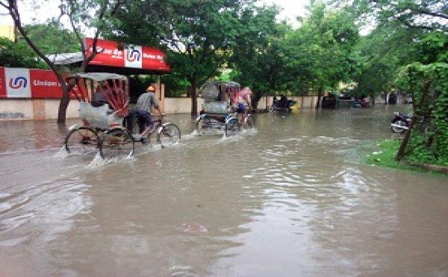 वाराणसीः बारिश के बाद वाटर लॉगिंग और जाम से लोग बेहाल