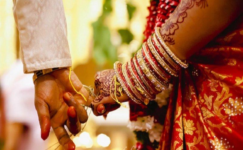 यहां लाखों या करोड़ों नहीं बल्कि 18 हजार में धूमधाम से होती है शादी