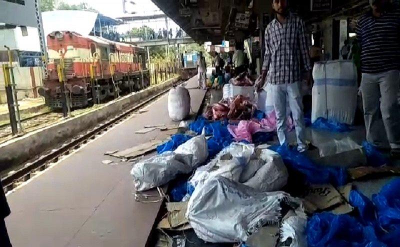 वाराणसी महानगरी के पार्सल बोगी से चोरों ने किया करोड़ों का माल साफ