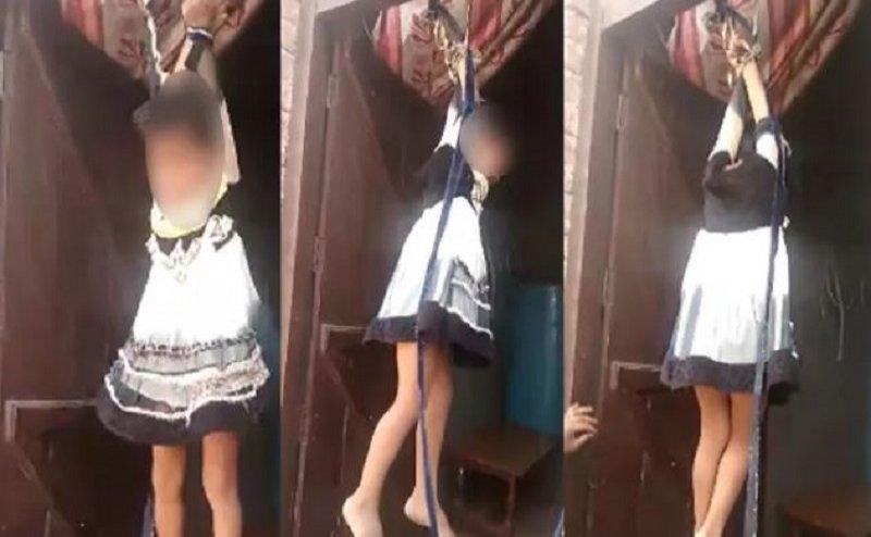 मां बनी कुमाता, 4 साल की मासूम को दरवाजे पर लटकाकर बुरी तरह पीटा, Video Viral
