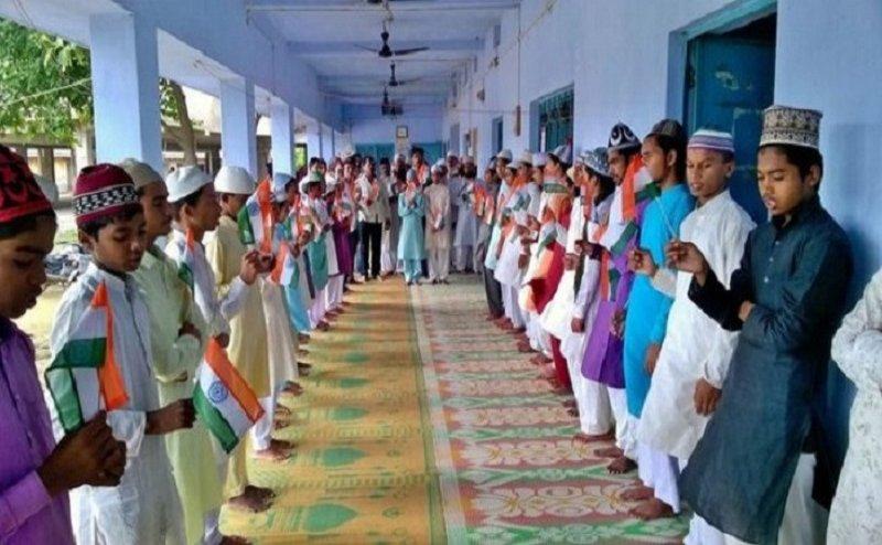योगी सरकार का एक और बदलाव, मदरसों में अब बच्चे नहीं पहेंगे कुर्ता पायजामा ?