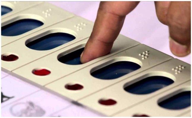 गोरखपुर निकाय चुनाव: मतदान शुरू, सीएम योगी डालेंगे वोट