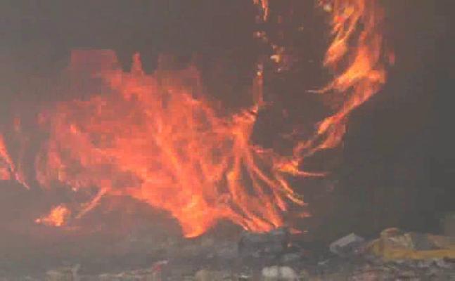 इलाहाबाद: जब ट्रेलर से निकलने लगीं आग की भीषण लपटें