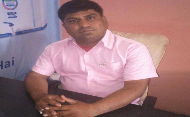 आगरा में लोगों के लिए फ्री हेल्थ कैम्प लगाते हैं समाजसेवी ललित शर्मा