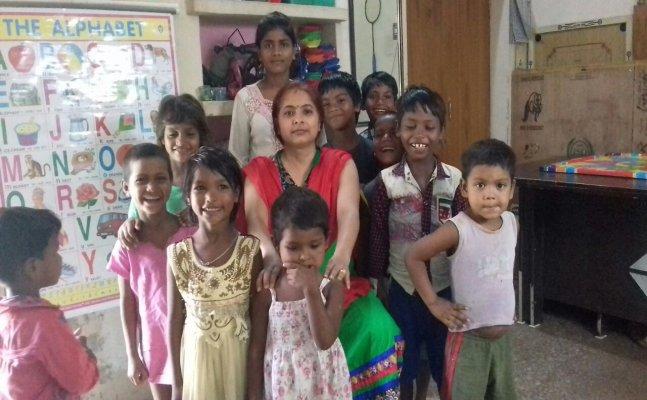 सिटी स्टार- वाराणसी की प्रतिभा सिंह ने 24 गरीब बच्चों को लिया गोद