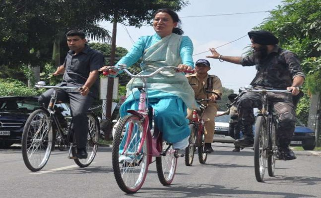 हरिद्वार: मंत्री रेखा आर्य की साइकिल रैली, `बेटी बचाओ बेटी पढ़ाओ` का दिया संदेश