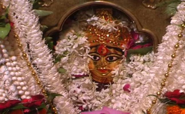 नवरात्रि 2017: वाराणसी में चंद्रघंटा मां के दर्शन को उमड़ी भक्तों की भीड़