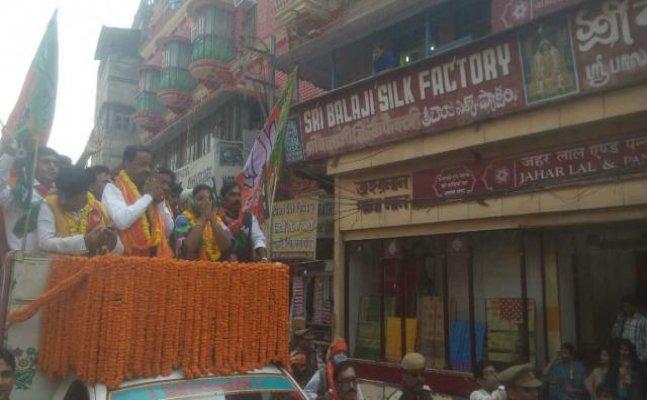 वाराणसी में डिप्टी सीएम केशव प्रसाद मौर्य का रोड शो