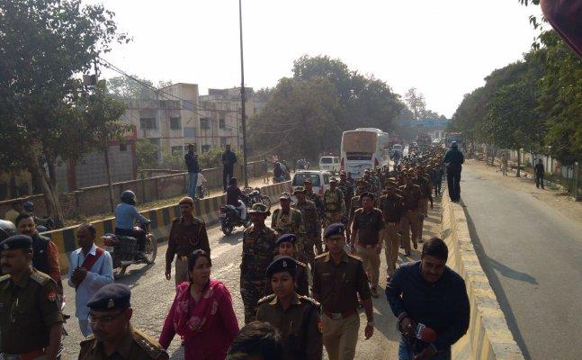 वाराणसी निकाय चुनाव: पुलिस ने किया फ्लैग मार्च