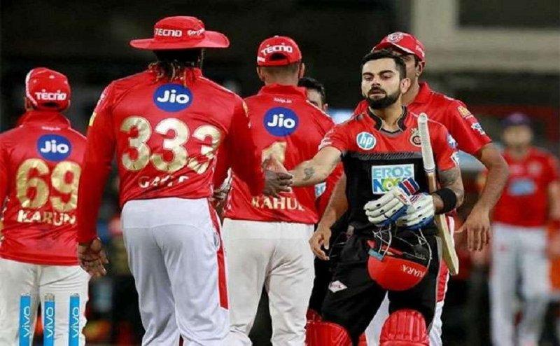 IPL 2018: जीत हासिल करने के पुराने अंदाज में क्रिस के गले लगे विराट कोहली