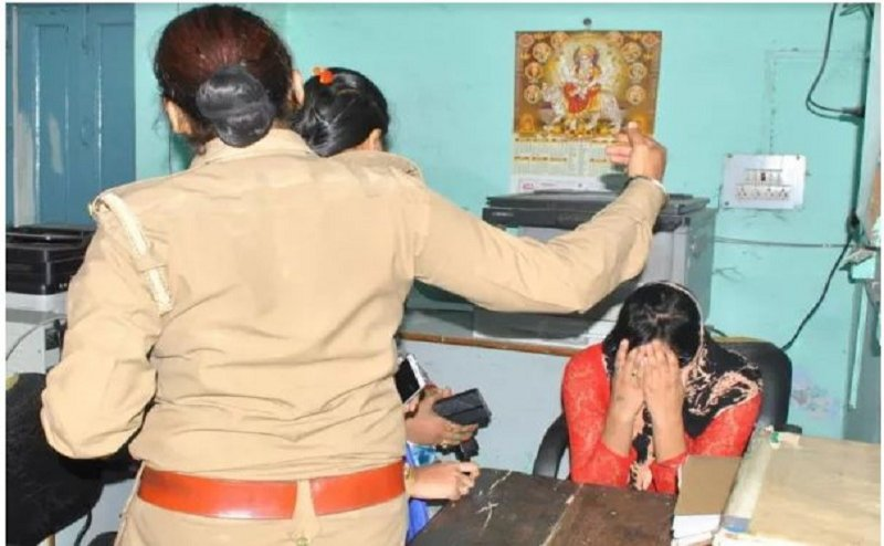 विश्व हिंदू परिषद के कार्यकर्ताओं ने की लव-जिहाद के आरोपी में मेडिकल के छात्र की पिटाई