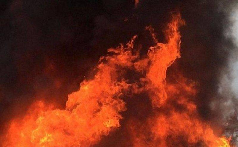 हरिद्वार में पटाखे की वजह से लगी फर्नीचर की दुकान में आग, लाखों का सामान राख