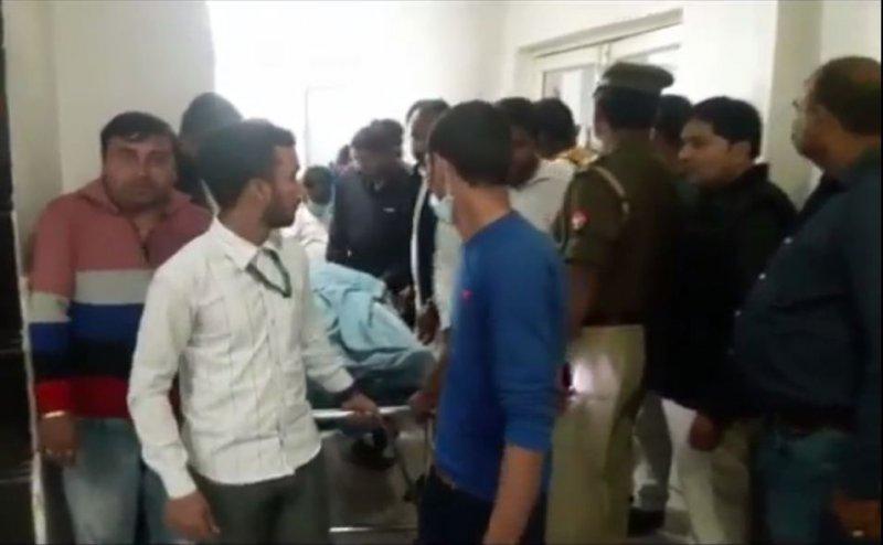 गोरखपुर में बीजेपी नेता के भाई की हत्या, पिता और दो पुत्र गिरफ़्तार