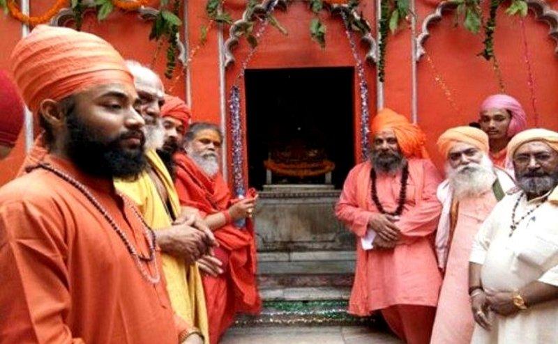 ये है सबसे पुराना अखाड़ा, साधु कपिल मुनि ने की थी नागा परंपरा की शुरुआत
