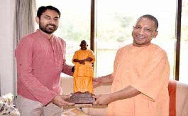 यूपी के बीजेपी कार्यालयों में PM मोदी और योगी की मूर्ति लगाने का कार्यकर्ताओं का प्लान!